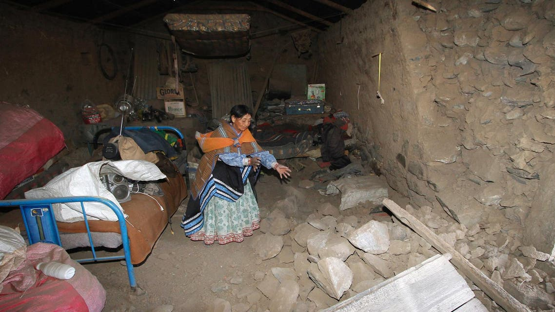 A woman gestures next to a collapsed wall of her home after a 5.3 magnitude shallow earthquake rocked the Andean region Arequipa, in Yanque, Peru, August 15, 2016. (Reuters)