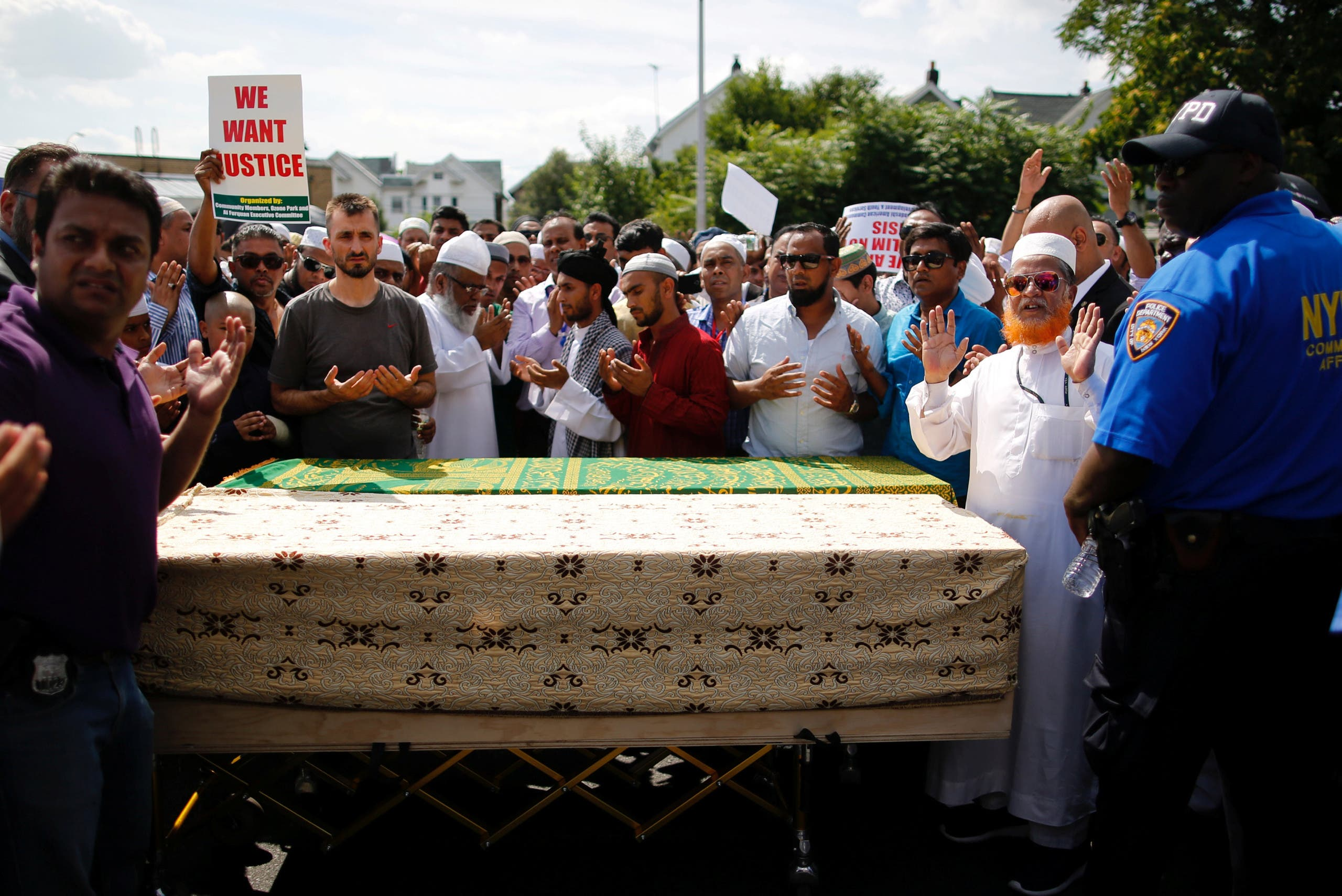 A crowd of community members pray next to the coffins as they gather for the funeral service of Imam Maulama Akonjee in the Queens borough of New York City, August 15, 2016. REUTERS
