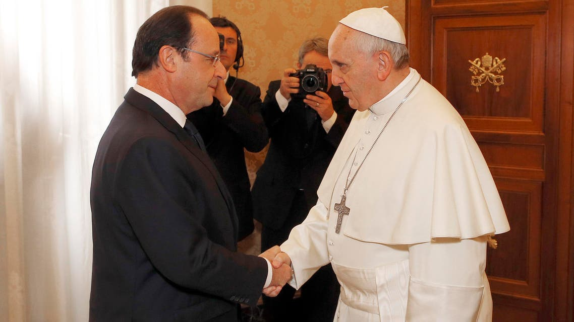 French President Francois Hollande, left, is welcomed bY Pope Francis on the occasion of their private audience at the Vatican, Friday, Jan. 24, 2014. (File Photo: AP)