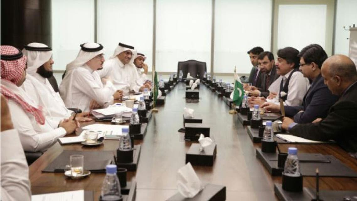 Pir Syed Sadaruddin Shah Rashidi, minister for overseas Pakistanis and human resource development, heads the delegation during meeting with Saudi Labor Minister Mufrej Al-Haqbani in Riyadh. (Saudi Gazette)
