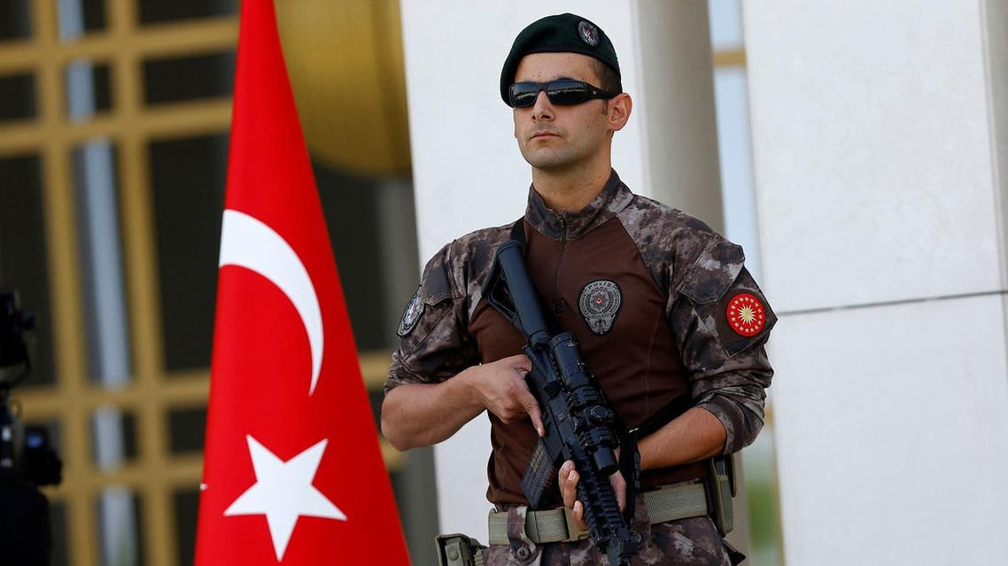 A Turkish special forces police officer guards the entrance of the Presidential Palace in Ankara. (File photo: Reuters)