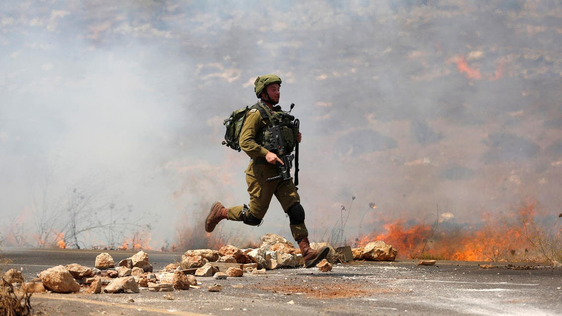 An Israeli soldier runs during clashes with Palestinian protesters during clashes near the West Bank village of Qusra, west of Nablus August, 9, 2016. (File photo: Reuters)