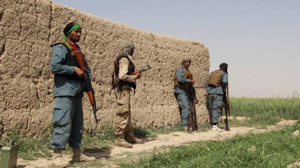 عناصر من الشرطة الأفغانية خلال اشتباك مع طالبان في منطقة نهر السرج في اقليم هلمند يوم 11 مايو ايار 2016. صورة لرويترز.