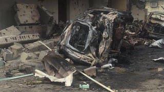 آثار الدمار بسبب سقوط صاروخين حوثيين على نجران