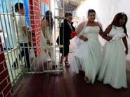 بالفيديو والصور.. زواج جماعي في سجن كولومبي