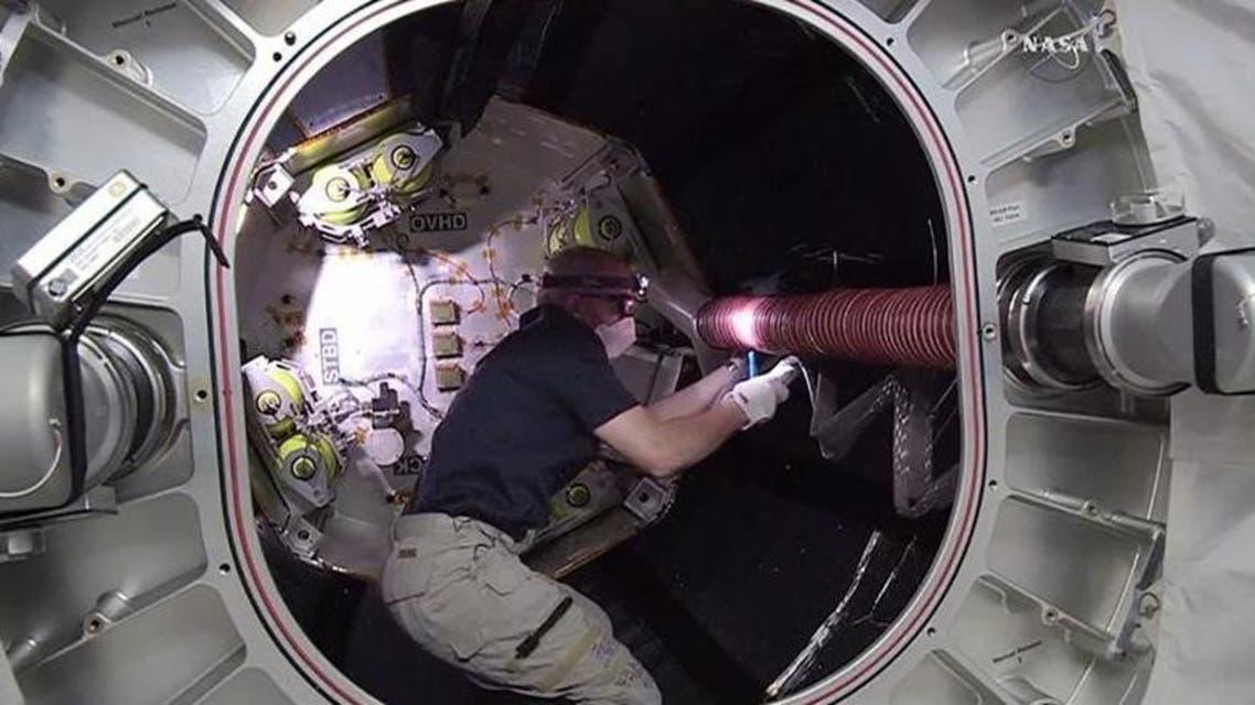 قائد محطة الفضاء الدولية جيف وليامز في صورة من تلفزيون ناسا - رويترز
