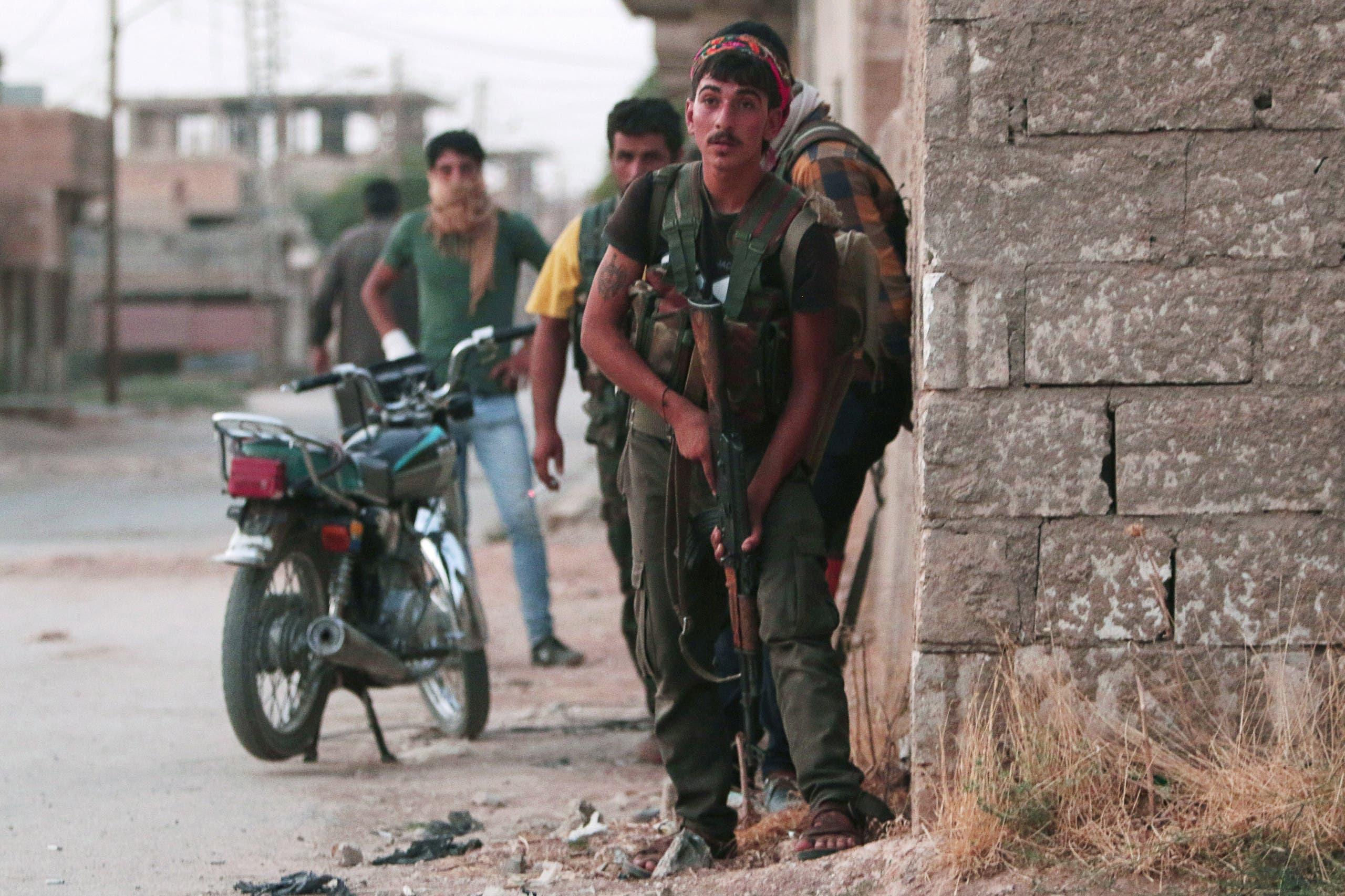 عناصر من قوات حماية الشعب الكردية