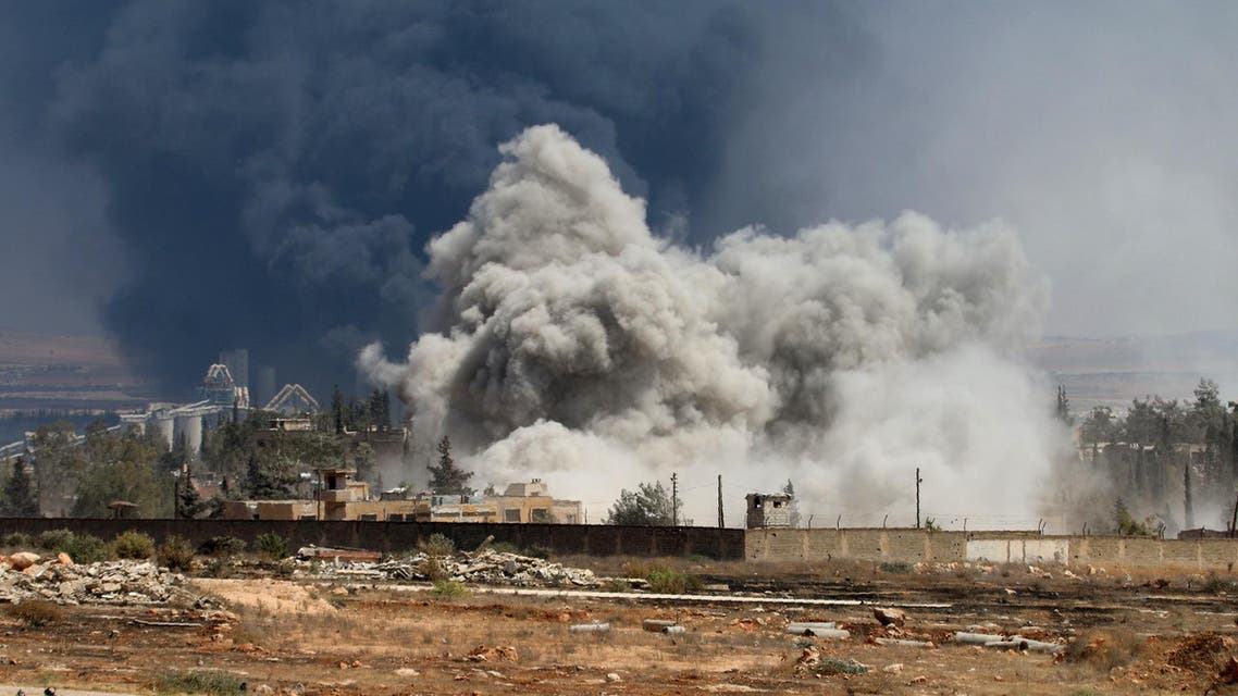 Smoke billows following air strikes by regime forces on rebel positions during intense fighting in Aleppo on August 18, 2016. AFP