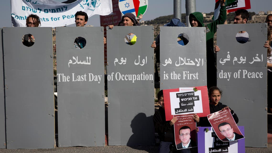 Peace activists take part in a joint Israeli Palestinian rally for peace, near the West Bank city of Bethlehem, Friday Feb. 5, 2016. Dozens of Palestinian and Israeli peace activists marched against the Israeli occupation and for peace, scuffled with Israeli border police officers and a fellow activist was arrested. (File photo: AP)