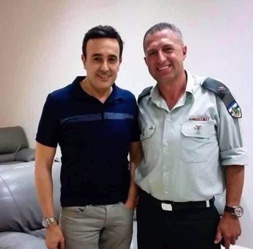 صورة صابر الرباعي والضابط الإسرائيلي التي أثارت الجدل