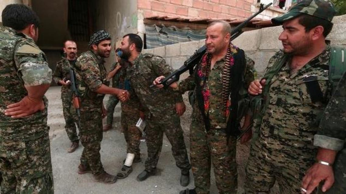 عناصر من قوات حماية الشعب الكردية في الحسكة