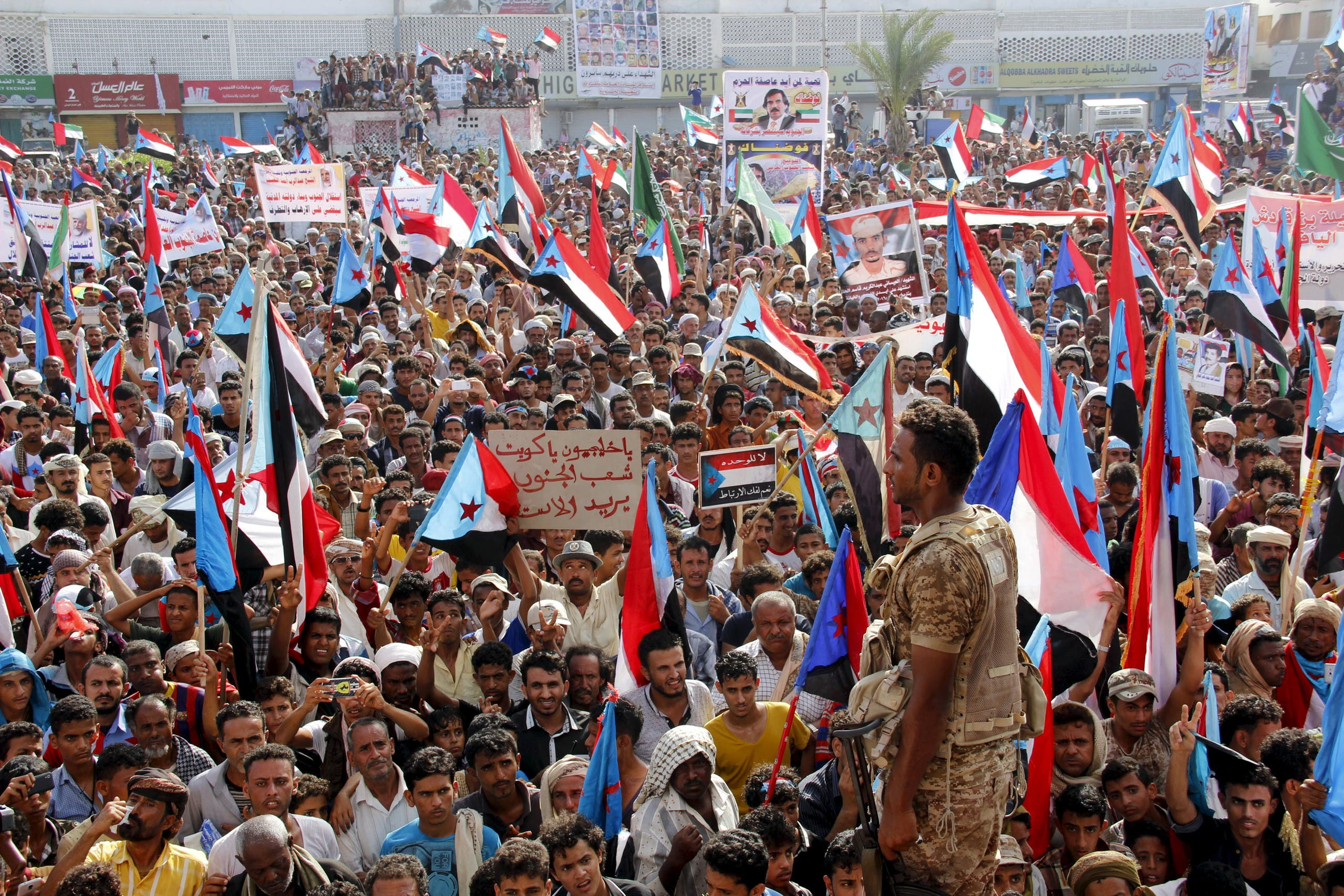 Supporters of the separatist Southern Movement demonstrate to demand the secession of south Yemen, in the southern port city of Aden April 18, 2016. Reuters