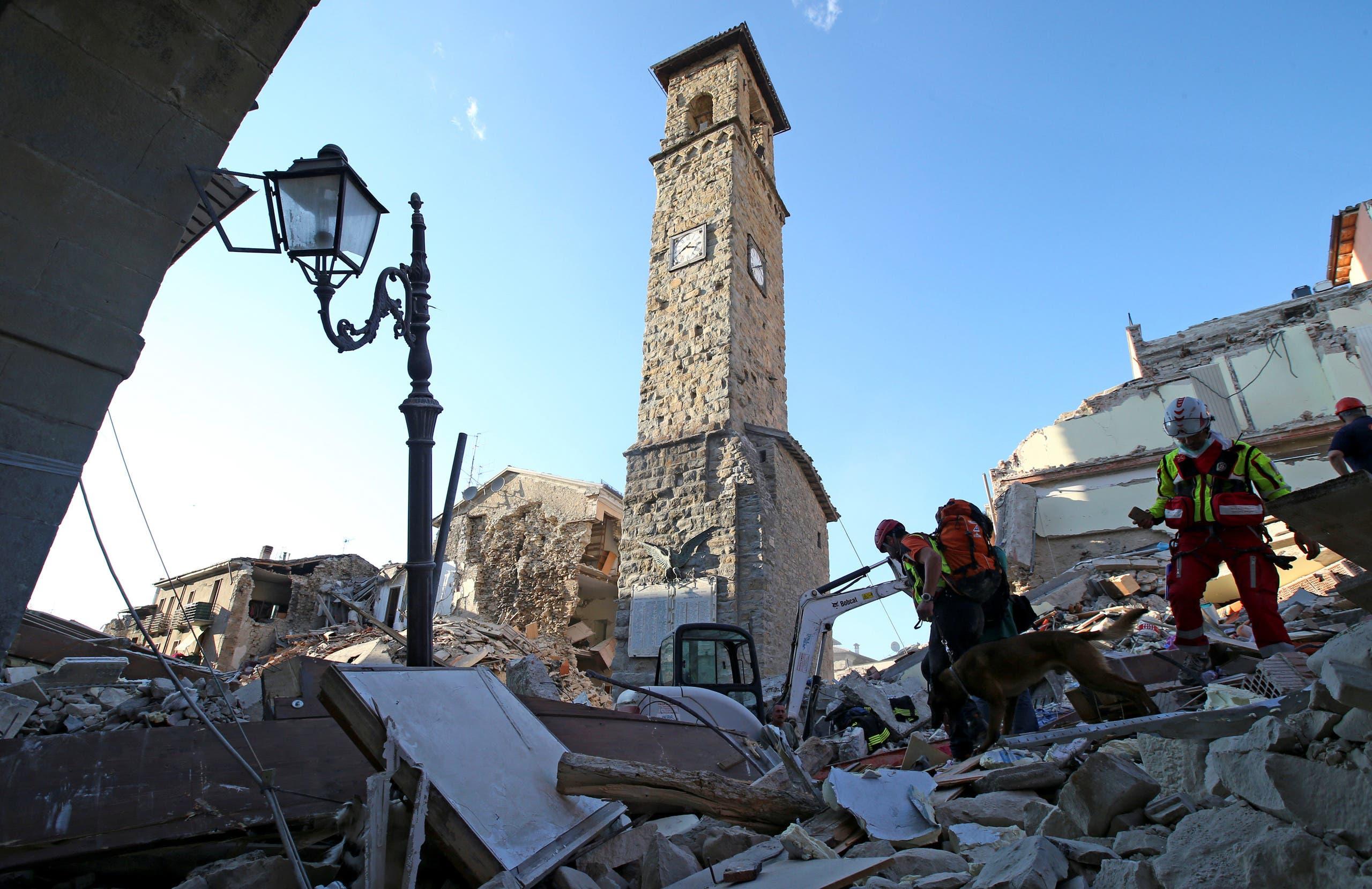 وكان زلزال سابق بقوة 6.3 درجة قد أوقع أكثر من 300 قتيل في منطقة اكيلا (وسط) في أبريل 2009.
