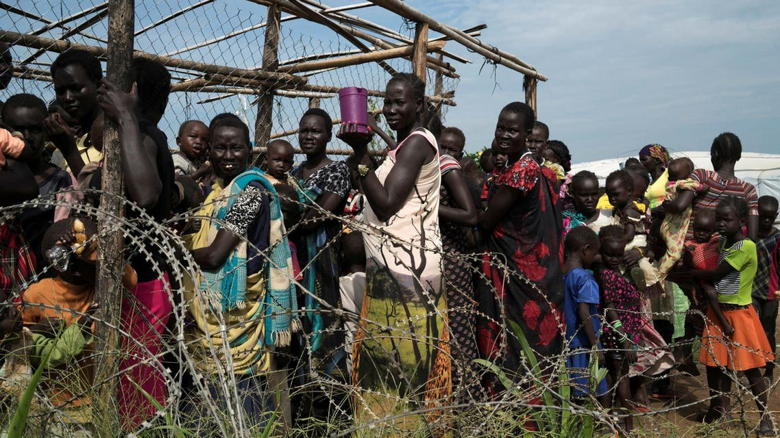 South Sudanese women and children queue to receive emergency food at the United Nations protection of civilians (POC) site 3 hosting about 30,000 people displaced during the recent fighting in Juba, South Sudan July 25, 2016. (File photo: Reuters)