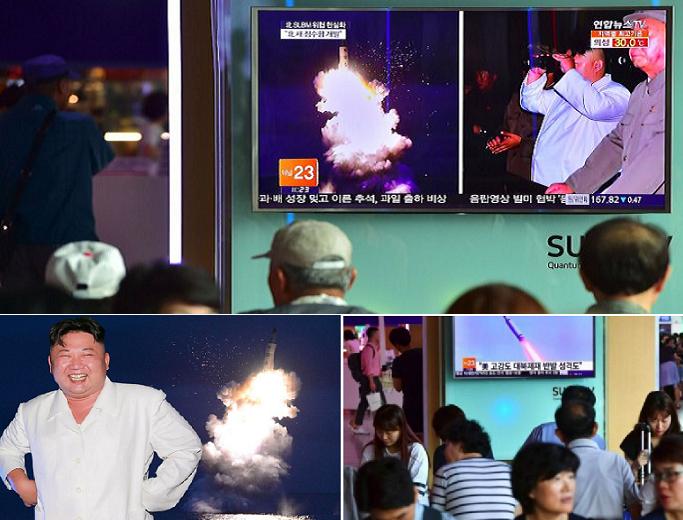 ومن منصة آمنة في المرفأ، شاهد كيم جونغ- أون عملية الاطلاق التي شاهدها الكوريون في الأماكن العامة