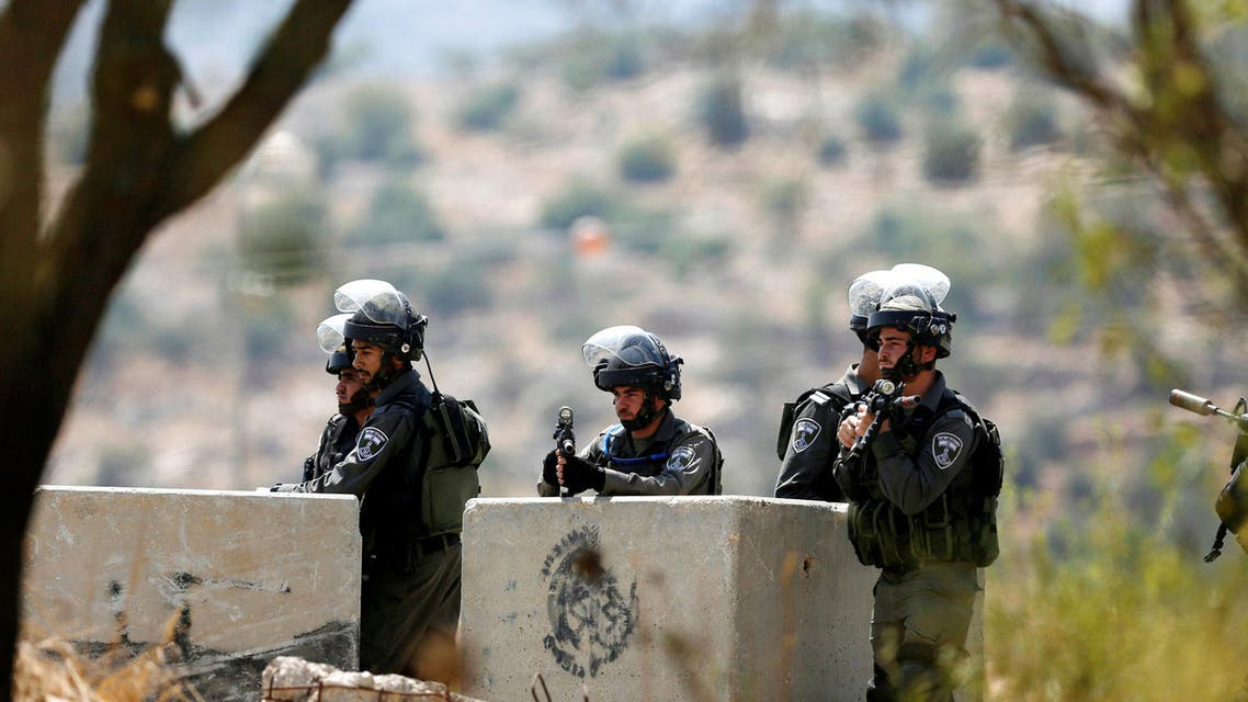 Israeli border policemen stand guard at the scene where a Palestinian was shot and killed by Israeli forces in the West Bank village of Silwad near Ramallah August 26, 2016. (Reuters)