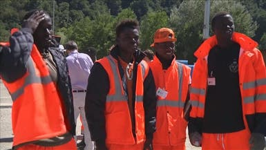مهاجرون أفارقة يتطوعون لإنقاذ ضحايا زلزال إيطاليا