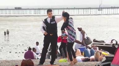 """شاهد رد فعل البريطانيين عندما حاول شرطي منع """"البوركيني"""""""