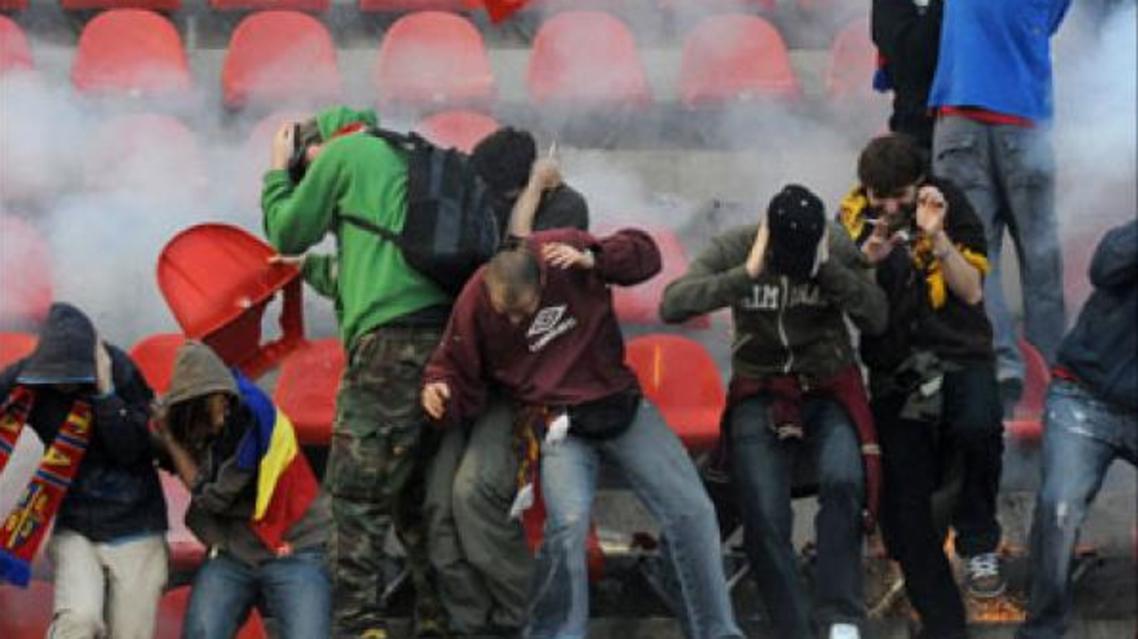 جانب من احداث عنف بملعب