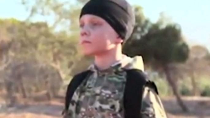 جوجو الطفل الصغير، دعوشته أمه في الرقة، وبعمر 12 سنة أصبح منفذاً للإعدامات الداعشية