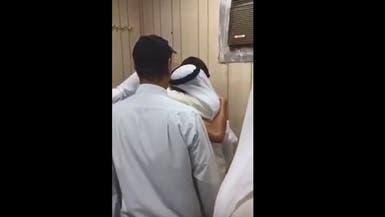 بالفيديو.. وجد طفله الرضيع بعد 26 عاماً