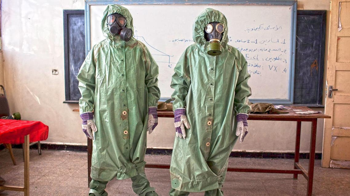 Volunteers wear protective gear during a class of how to respond to a chemical attack, in the northern Syrian city of Aleppo on September 15, 2013. (File photo: AFP)