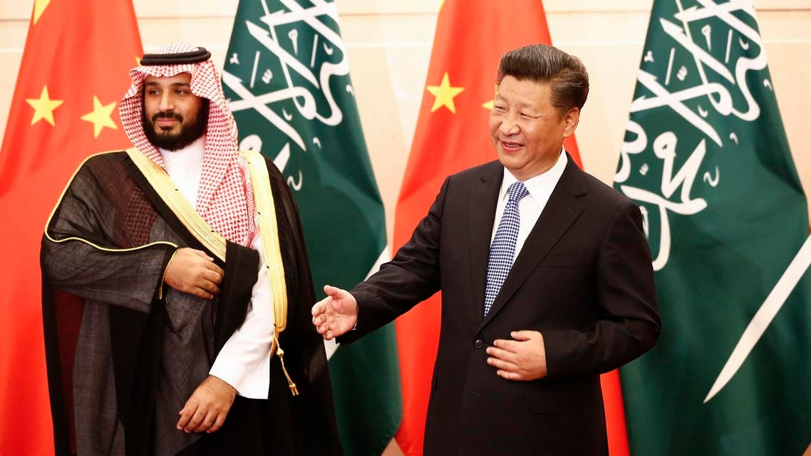Saudi Arabia's Deputy Crown Prince Mohammed bin Salman (L) looks on as Chinese President Xi Jinping (R) gestures to greet arriving members of the Saudi delegation during a meeting at the Diaoyutai State Guesthouse in Beijing on August 31, 2016. AFP
