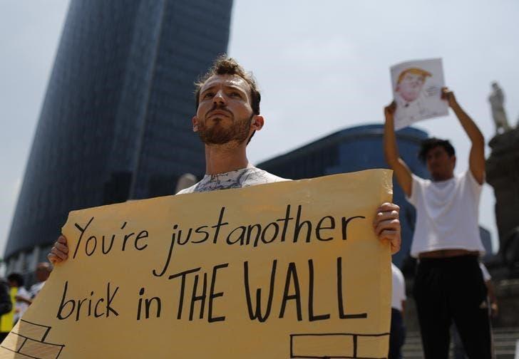 متظاهرون ضد زيارة ترامب للمكسيك يحتجون في مكسيكو سيتي