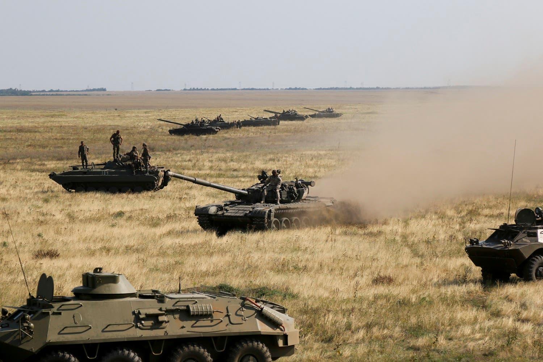 Ukrainian tanks and APCs move towards the de-facto border with Crimea near Kherson, southern Ukraine, Friday, Aug. 12, 2016. Ukraine put its troops on combat alert Thursday along the country's de-facto borders with Crimea a. (AP)