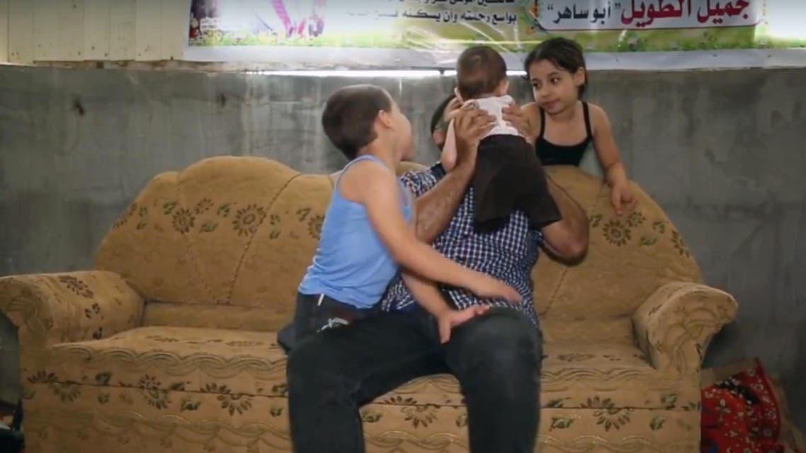 هكذا يعيل هذا الأب ثلاثة أطفال من غزة.. بنصف جسد رئيسية