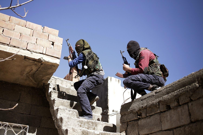 عناصر من حزب العمال الكردستاني خلال اشتباكات مع الشرطة في جنوب تركيا عام 2016