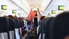 فضائی میزبان سے بوس وکنار مسافر کو مہنگا  پڑ گیا