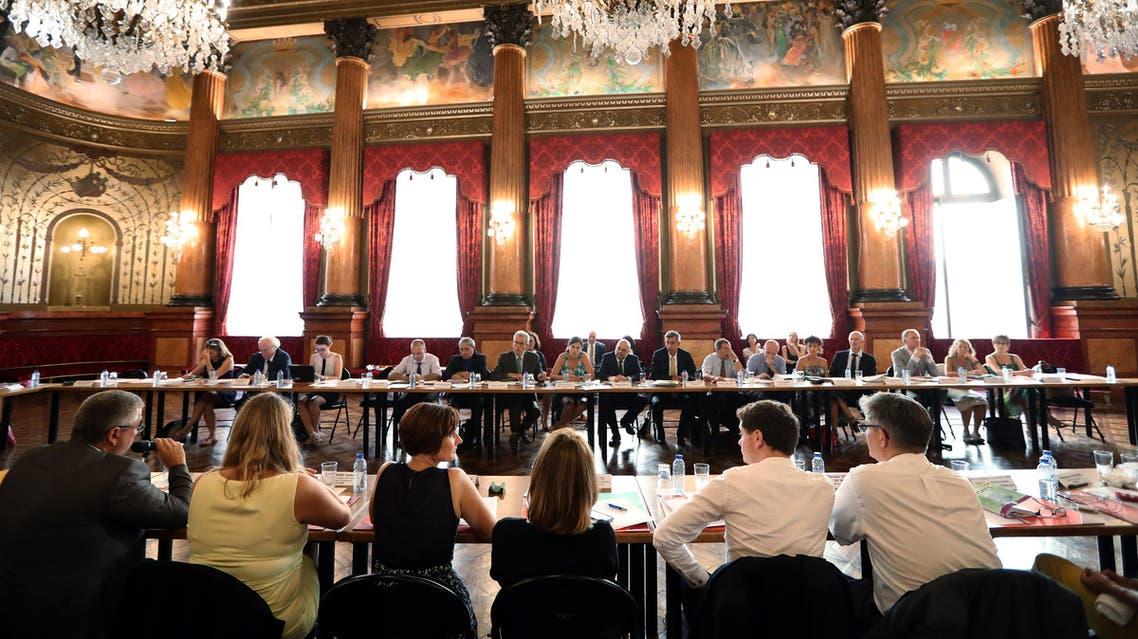 """جولييت ميدال في اجتماع للجنة """"ضحايا الإرهاب"""" - فرانس برس"""