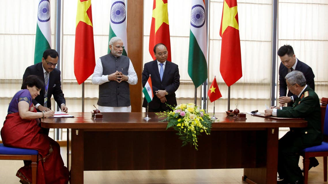India's Prime Minister Narendra Modi and his Vietnamese counterpart Nguyen Xuan Phuc witness as officialsfrom the two countries sign a military cooperation agreement at the Government office in Hanoi,  September 3, 2016. (Reuters)