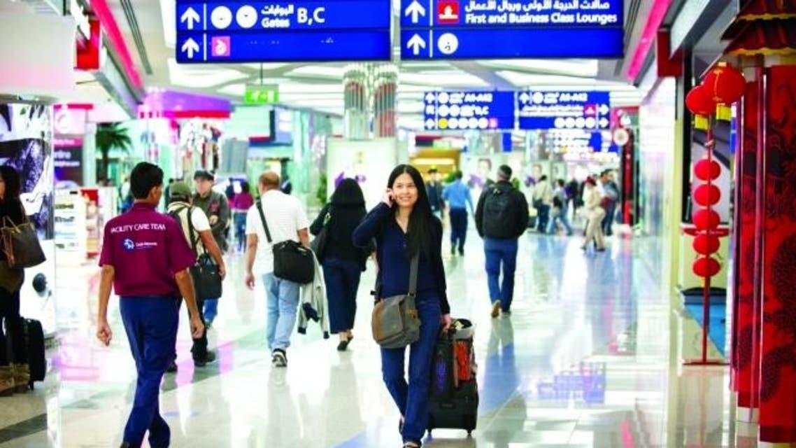 صينيون في مطار دبي