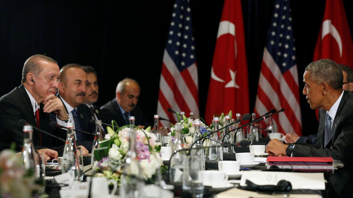 Turkey's President Tayyip Erdogan (L) listens to remarks by U.S. President Barack Obama (R) to reporters after their bilateral meeting alongside the G20 Summit, in Hangzhou, China September 4, 2016. REUTERS