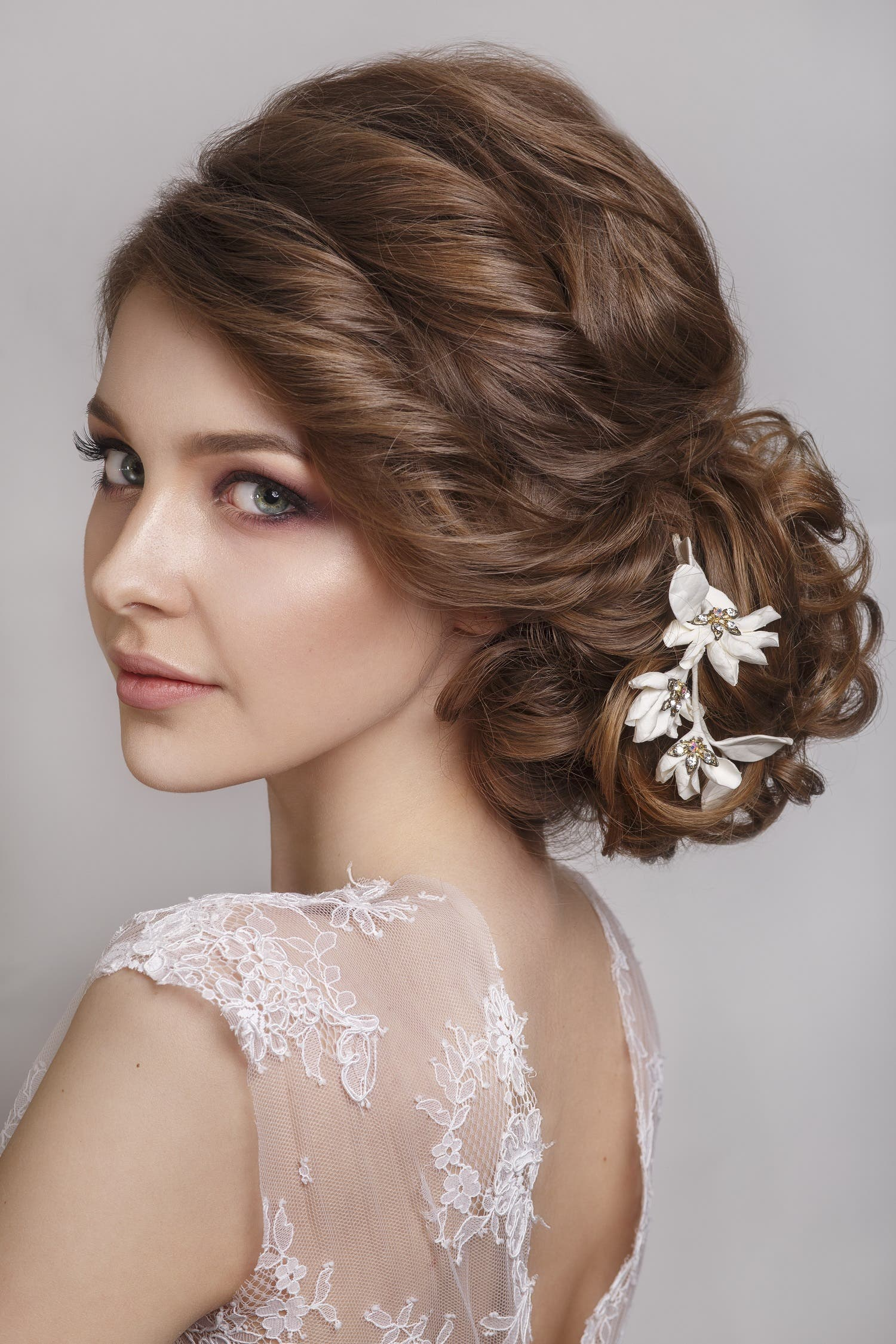 Choosing the perfect hairstyle to match your wedding dress ...
