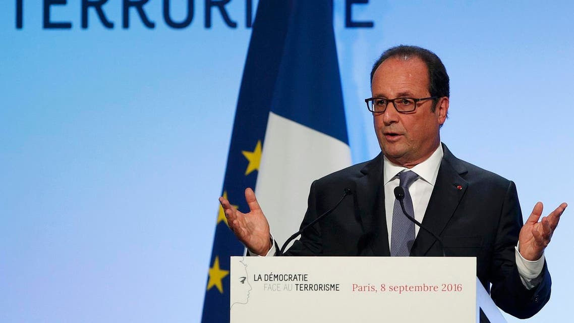 French President Francois Hollande delivers his speech on democracy and terrorism in Paris. (Reuters)