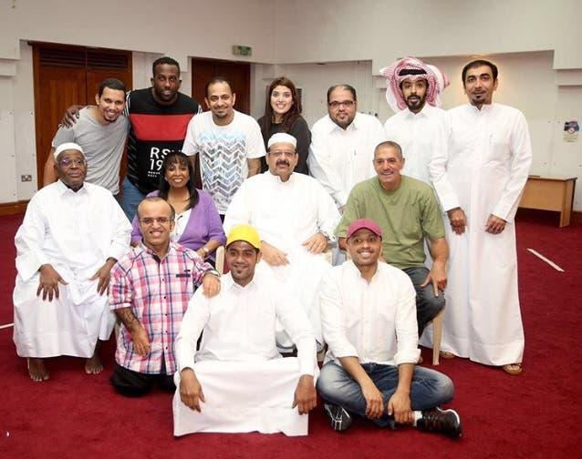 عبدالعزيز جاسم مع فريق مسرحية طار الوزير