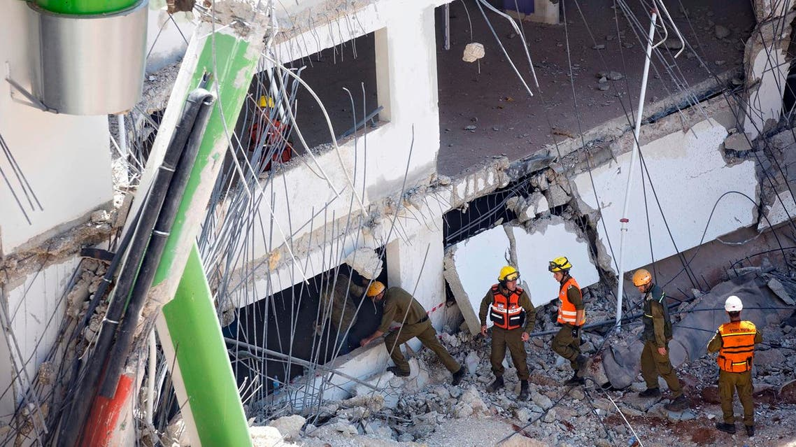 Israeli soldiers from the Home Front Command unit inspect the site of a collapsed multilevel underground parking in Tel Aviv, Monday, Sept. 5, 2016 (Photo: AP/Oded Balilty)