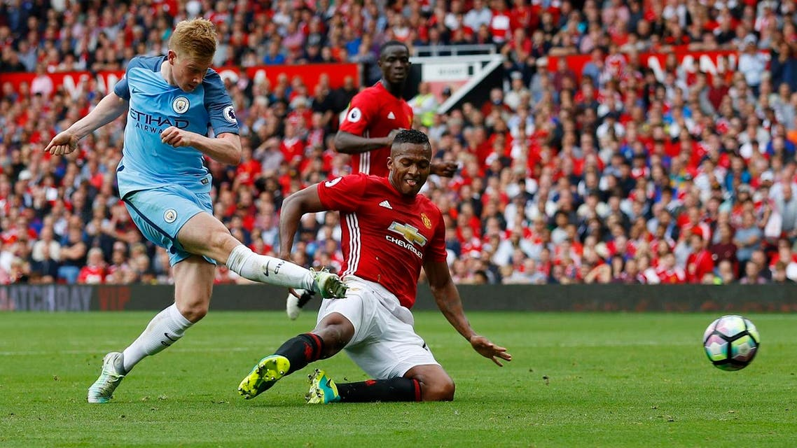 Manchester City's Kevin De Bruyne hits the post (Photo: Reuters/Phil Noble)