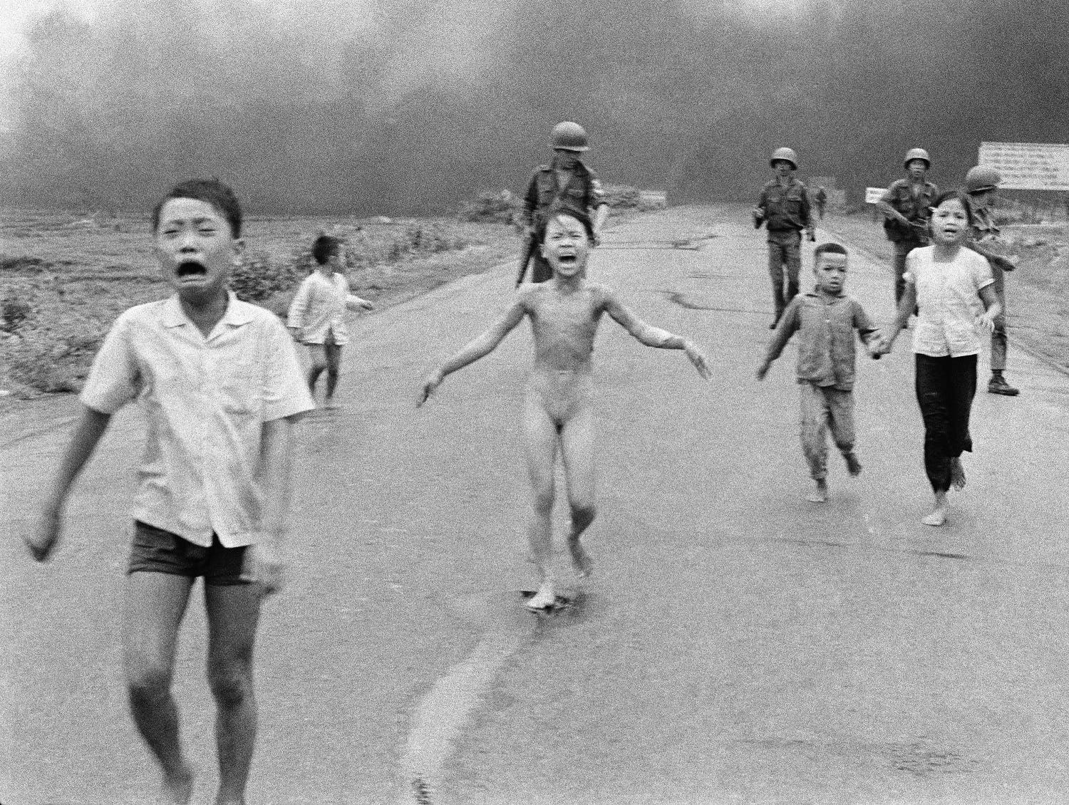 The photo Facebook banned from its pages of South Vietnamese forces follow after terrified children, including 9-year-old Kim Phuc, center, as they run down Route 1 near Trang Bang after an aerial napalm attack on suspected Viet Cong hiding places (Photo: AP/Nick Ut)