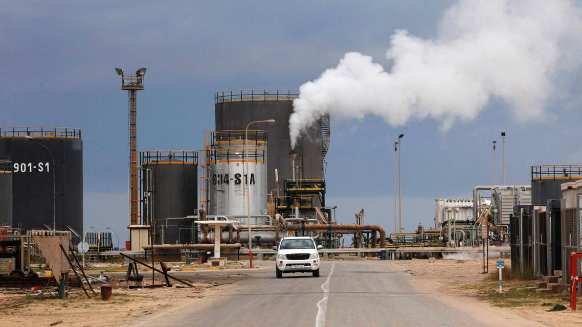 A general view shows an oil refinery in Zawia, west of Tripoli, December 18, 2013. REUTERS/Ismail Zitouny/File Photo