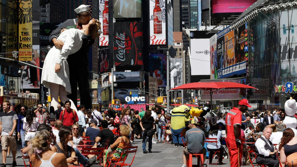The Embracing Peace, a 25-foot-tall sculpture by Seward Johnson,  in New York. The sculpture is inspired by Alfred Eisenstaedt's iconic photo of a sailor kissing a nurse in Times Square on V-J Day. Aug. 14, 1945. (AP)