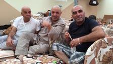 3 أصدقاء فلسطينيين فقدوا أبناءهم بالمخيم وجمعهم الحج