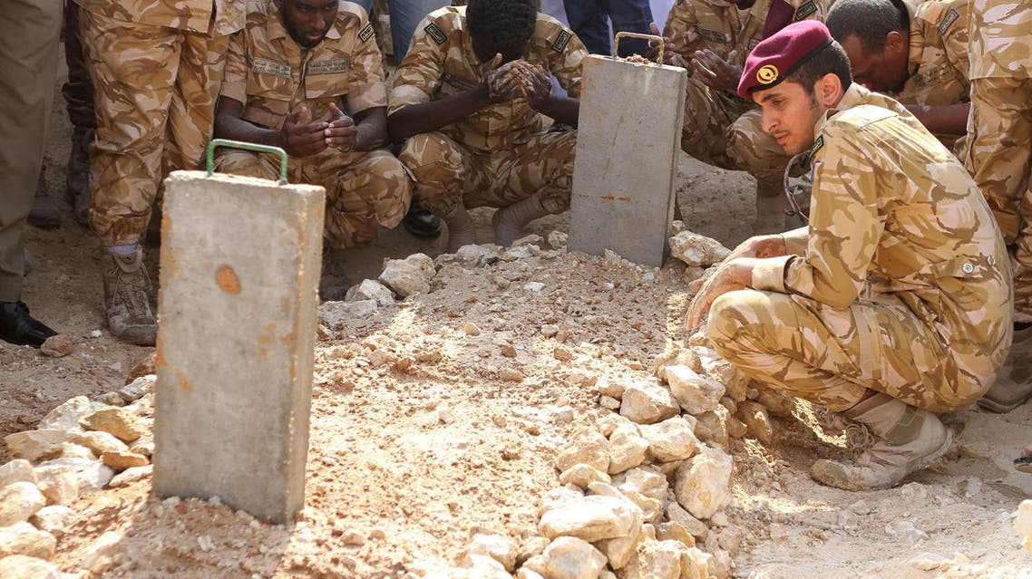 Qatari soldiers sit around the grave of their comrade, who was killed in Yemen, after his burial in Doha, Qatar November 12, 2015. (File photo: Reuters)