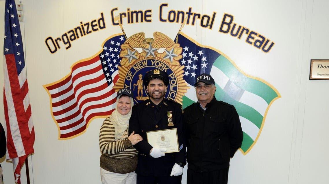 """بالصور.. تعرف على """"شرطي نيويورك"""" الذي حجَّ هذا العام"""