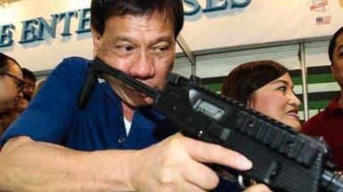 شرطي متقاعد يدلي باعترافات خطيرة عن رئيس الفلبين