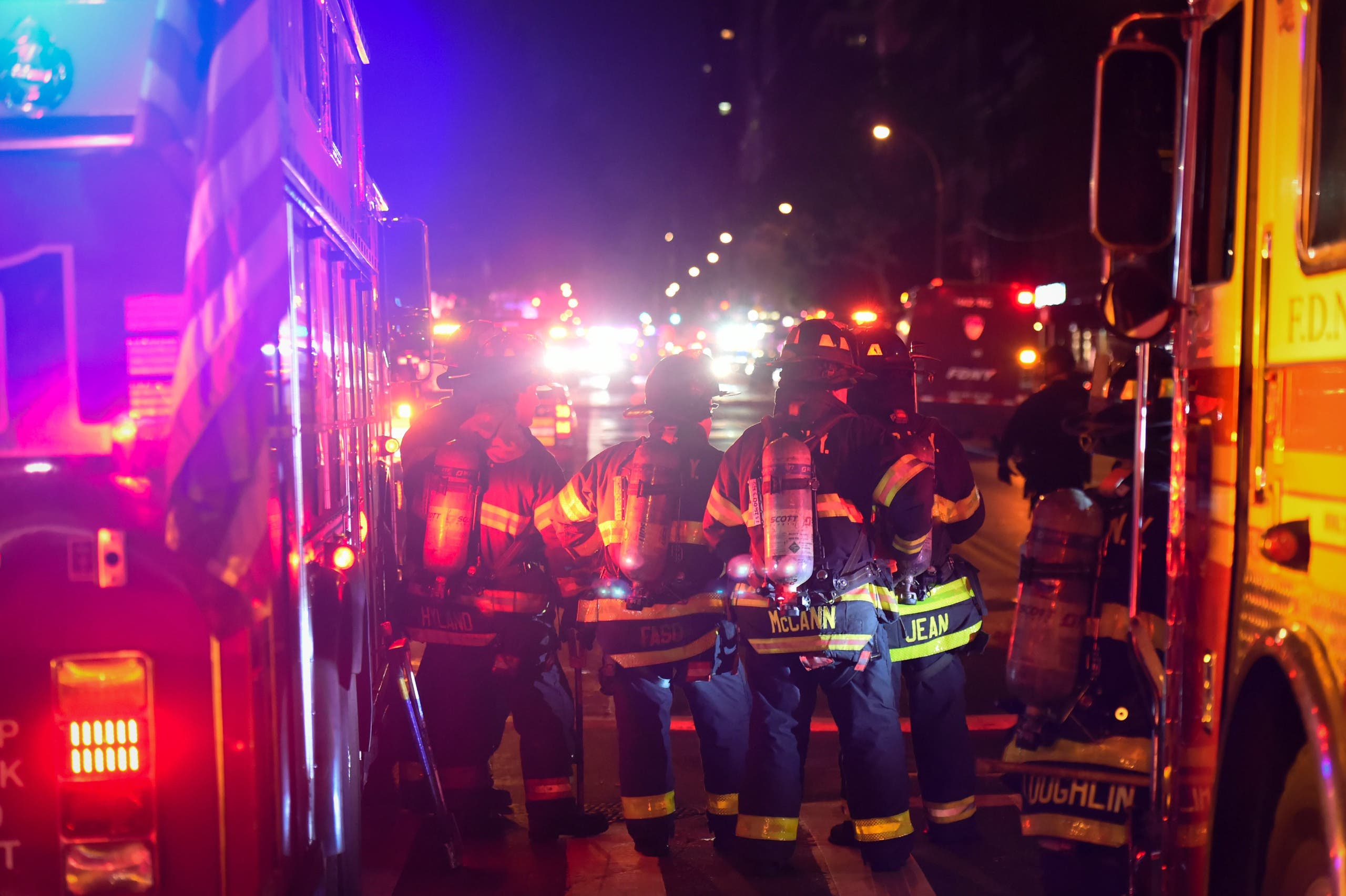 New York City firefighters stand near the site of an explosion in the Chelsea neighborhood of Manhattan, New York, US September 17, 2016. (Reuters)