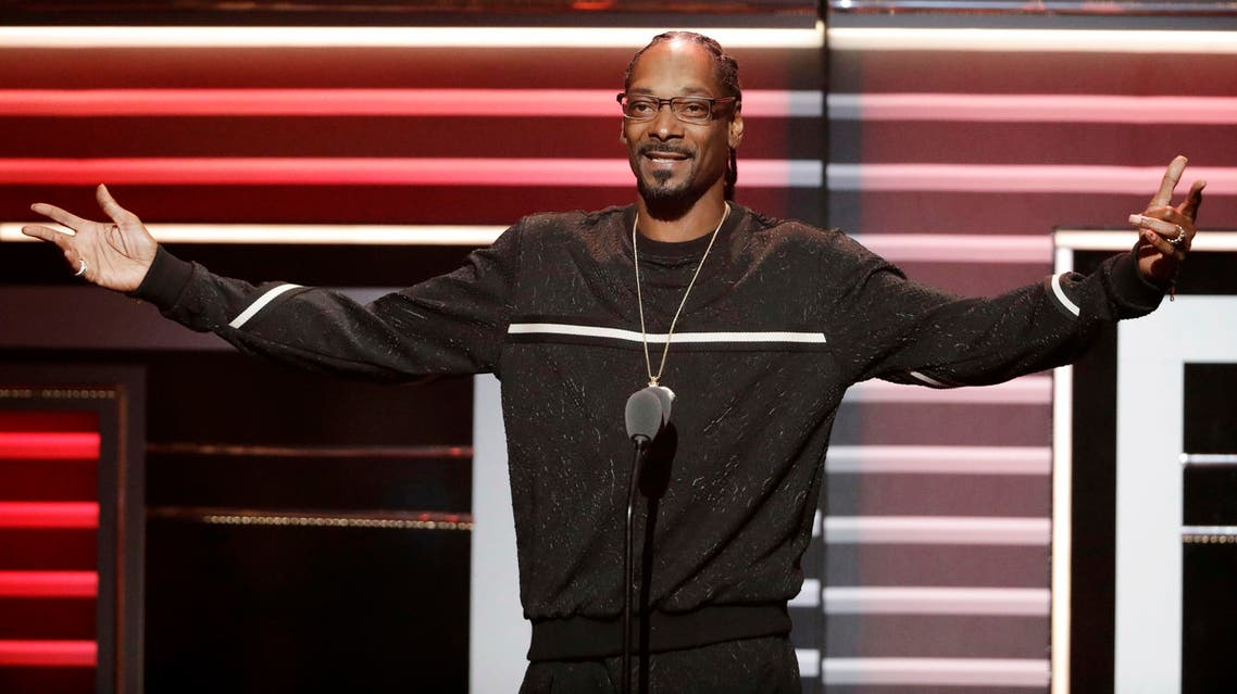"""Snoop Dogg speaks while being honored with the """"I Am Hip Hop"""" award at the BET Hip-Hop Awards in Atlanta, Saturday, Sept. 17, 2016. (AP)"""